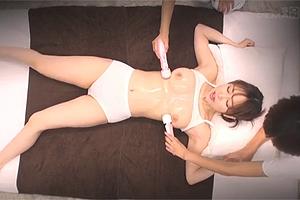 電マでスペンス乳腺刺激されて大量潮吹きしちゃう巨乳人妻w
